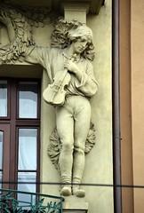 Prager Fassadendetails - 39 (fotomänni) Tags: prag praha prague kunst art reisefotografie statue skulpturen skulptur sculpture manfredweis