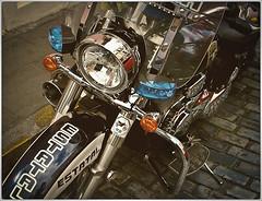 Fotografía Callejera (Street Photography) (SamyColor) Tags: motora motorcycle canon20d canoneos2880usm sanjuan oldsanjuan viejosanjuan puertorico colorefexpro2 lightroom3 color colores colori colorido colors