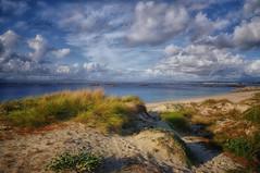 (4542/18) Mar, dunas y nubes (Pablo Arias) Tags: pabloarias photoshop ps capturendx españa photomatix nubes cielo mar agua océano arena playa dunas ogrove galicia