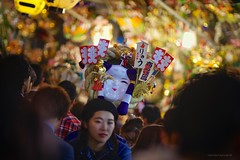 _PXK7384 (Concert Photography and more) Tags: japan tokyo 2018 shinjuku toriniichi toriniichifestival festival tradition lights lowlight pentaxk1 liveactionhero people streetphotography pentaxfa85mmf14if bokeh dof kumade travelphotography happyplanet asiafavorites