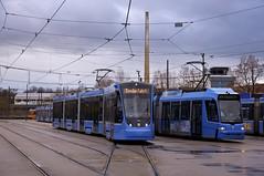 T4-Wagen 2501 auf dem Freigelände im Betriebshof startet in Kürze eine neue Runde zum Max-Weber-Platz (Frederik Buchleitner) Tags: 2501 avenio betriebshof betriebshof2 munich münchen siemens sofa sonderfahrt strasenbahn streetcar twagen t4 tram trambahn