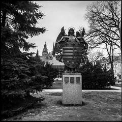 Sculpture depicting Košice's Coat of Arms (Mister Electron) Tags: 120rollfilm bw biometar80mmf28 carlzeiss carlzeissjena mediumformat pentacon6 analogue blackwhite blackandwhite film monochrome negative rollfilm košice slovakia kodaktmax100
