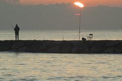 Here comes the sun (*Nenuco) Tags: pinedo sun sol sunset fisherman pescador mar sea nikon d5300 tamron 70300 jesúsmr