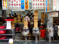 Laozhou dumpling shop in Hualien - tower of steamers (Claire Backhouse) Tags: laozhou dumplings dimsum taiwan hualien food street streetfood cheapeats lunch tasty delicious famousfood