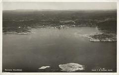 Postkort fra Agder (Avtrykket) Tags: bebyggelse flyfoto postkort sjø skjærgård uthavn arendal austagder norway nor