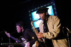 "George ""Bubba"" Scales and James Carter - Alvin's Jam Session [50D-1035] (Juan N Only Music Photos) Tags: alvins detroit michigan jazz music jamsession nightclub bass bassist electricbass saxophone saxophonist tenorsaxophone jamescarter livemusic february 2010 juannonly musicians"