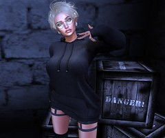 Danger (Mαяℓу) Tags: barberyumyum lazybones ksposes catwa glasses hair lipgloss mila selfie attitude blog bloggers blond blondes eyes black hoodie danger maitreya euphoric