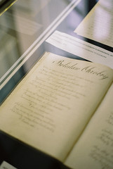 Marie Curie Museum in Warsaw (Hilari Flynn) Tags: warsaw film analog 35mm poland europe minoltax700 trip kodakfilm analogue carrete filmisnotdead filmisalive lovefilm war varsovia polonia mariecurie history