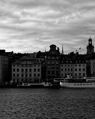 Stockholm - morning of the new year (Joaquim G) Tags: new year stockholm street sky north landscape sweden sverige urban erasmus europe cold january colorful bw blackandwhite capital capitale balade backpackers voyage travel blue red pink picture shot mälaren gamlastan oldcity building architecture