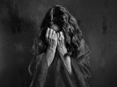 Closed (Ellen Kolff Fotografie) Tags: blackwhite portret alleen rust