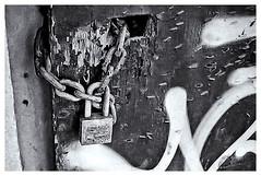 Pentax Auto 110 (1978) (Black and White Fine Art) Tags: pentaxauto1101978 pentax11024mmf28 pentaxmini pentax aristaedu100 110format formato110 smallformat formatopequeño sanjuan oldsanjuan viejosanjuan puertorico bn bw textures texturas