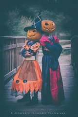 My two lovely Witches (Alexandre66) Tags: france pyreneesorientales po perpignan 66 portrait 2018 sorcieres jackolantern canon 5d mkiii 24105mm f4 l is usm couleur