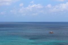 Navegando em Tons de Azul (H. P. Filho) Tags: dslr apsc canoneosrebelt5i canonefs1855mmf3556isstm digitalphotoprofessional fernandodenoronha noronha oceano oceanoatlântico céu nuvens azul barco ocean atlanticocean sky clouds blue boat brazil 50view faved 100view 2fav 3fav 250view 5fav 10fav 500view