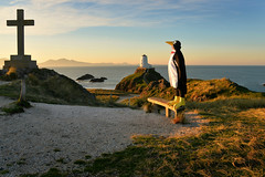 Llanddwyn penguin (PentlandPirate of the North) Tags: llanddwyn twrmawr lighthouse newborough anglesey selfie northwales penguin funithink unflappable nosenseofembarrassment nottooserious 60yearoldman