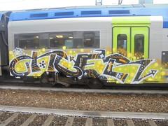435 (en-ri) Tags: kter chat ctaz crew nero arancione bianco giallo tag train torino graffiti writing arrow 86 stelline