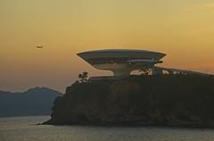Por do Sol em Icaraí (mcvmjr1971) Tags: purple mac museu de arte contemporanea niteroi brasil rio janeiro 2019 verão sunset por sol ceu sky mmoraes nikon d800e sigma 150500mm os