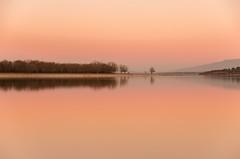 Atardecer. Otro punto de vista. (Amparo Hervella) Tags: embalsedesantillana comunidaddemadrid españa spain paisaje atardecer cielo reflejo árbol naturaleza minimalismo largaexposición d7000 nikon nikond7000 agua lago