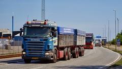 VZ91404 (18.05.25, Østhavnsvej, Oliehavnsvej)DSC_8759_Balancer (Lav Ulv) Tags: 249077 portofaarhus østhavnsvej r500 v8 e4 euro4 scania rseries pgrseries scaniarseries rigid trailer blue 6x2 r5 olesautotransport olenielsen sdronsild 2008 truck truckphoto truckspotter traffic trafik verkehr cabover street road strasse vej commercialvehicles erhvervskøretøjer danmark denmark dänemark danishhauliers danskefirmaer danskevognmænd vehicle køretøj aarhus lkw lastbil lastvogn camion vehicule coe danemark danimarca lorry autocarra danoise vrachtwagen