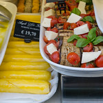 Auberginen Röllchen mit Tomaten und Mozzarella in Rom, Italien thumbnail
