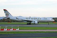 A6-EYN Airbus A330-243 Etihad Airways MAN 14NOV18 (Ken Fielding) Tags: a6eyn airbus a330243 etihadairways aircraft airplane airliner jet jetliner widebody