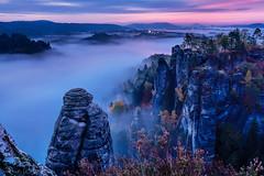 blue morning (rwfoto_de) Tags: europa sachsen herbst jahreszeiten fels steine sächsischeschweiz bastei saxonswitzerland blue longtimexposure sonnenaufgang morgen nebel misty mist fog deutschland germany