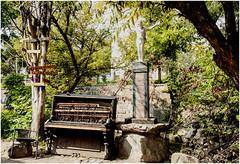 196-OTRO PIANO CALLEJERO EN LA REPÚBLICA IN DEPENDIENTE  DE UZUPIS- VILNIUS - LITUANIA - (--MARCO POLO--) Tags: música curiosidades ciudades paises rincones barrios