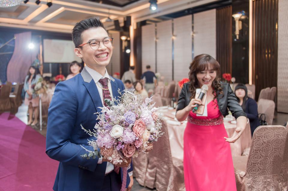 台南東東宴會式場 婚宴 走在幸福的紅毯上 R & B 097