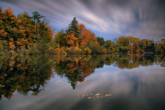 Mill Pond in Autumn (lfeng1014) Tags: millpondinautumn millpond milton ontario canada water reflection autumncolours autumn fallcolours fall canon5dmarkiii 2470mmf28lii leefilters longexposure 107seconds sky cloud landscape lifeng