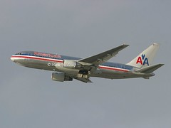 American Airlines                                     Boeing 767-200ER                                N335AA (Flame1958) Tags: american americanair americanairlines americanb767 boeing767 boeing b767 767 n335aa lax klax losangelesairport vacation flying holiday departure 280108 0108 2008 6901