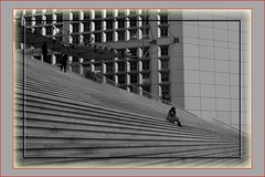 Paris - La Défense - La Grande Arche 2019 (roger gabriel simon) Tags: stairs escaliers noiretblanc bnw bn blackandwhite canon canonpowershotg5x paris city ville architecture flickr streetphotography