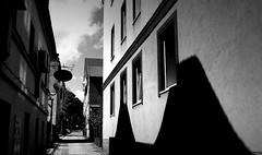 Mała uliczka. (andrzejskałuba) Tags: poland polska dolnyśląsk dzierżoniów silesia europe panasonicdmcfz200 lumix white beautiful black cień czarny shadow view widok ulica street niebo sky clouds chmury domy houses okna windows architecture architektura stara old city miasto drzewa trees drzwi doors lampa lamps monochrome bw 100v10f 1000v40f 1500v60f