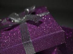 "Christmas gift (ryorii) Tags: ""holidaybokeh"" gift precious expensive big small dono regalo christmas natale natalizio bokeh macromondays macromonday macrophotography macrophoto hmm mm silver purple argento ribbon nastro nodo knot"
