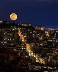 Carrer a la lluna - Street to the moon - Calle a la luna (Ramon InMar) Tags: moon luna lluna barcelona night nit noche street carrer supermoon