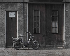 Missing window [lowres] (Eggens Pics) Tags: dordrecht moped door old vintage worn window broken deserted abandoned