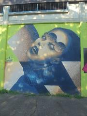 901 (en-ri) Tags: ragazzi girl marrone verde torino wall muro graffiti writing wasp