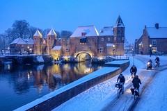 Winter! (thijs.coppus) Tags: bicycles fietsen bike water stadsmuur city stad stadspoort koppelpoort utrecht niederlande netherlands holland nederland amersfoort cold kou winter snow schnee sneeuw fujifilmxe3