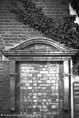 Bricked up (www.chriskench.photography) Tags: london england uk gb greatbritain britain unitedkingdon europe wwwchriskenchphotography kenchie fujifilm xt2 architecture buildings monochrome blackandwhite bw ivy