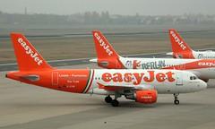 EasyJet, G-EZIW, MSN 2578, Airbus A 319-111, 04.11.2018,  TXL-EDDT, Berlin-Tegel (Named: Linate Fiumicino Per Tutti) (henryk.konrad) Tags: easyjet geziw msn2578 airbus a319 a319111 berlintegel henrykkonrad txleddt linatefiumicino