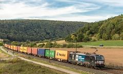 068_2018_09_26_Harrbach_6193_606_DISPO_WIENER_LOKALBAHNEN_CARGO_mit_Containerzug ➡️ Würzburg (ruhrpott.sprinter) Tags: ruhrpott sprinter deutschland germany allmangne nrw ruhrgebiet gelsenkirchen lokomotive locomotives eisenbahn railroad rail zug train reisezug passenger güter cargo freight fret bayern maintal atlu bb byb db dispo eloc evb hctor lm öbb rpool sbbcargointernational siag slg sncb stock 0185 0425 0445 0620 1016 1116 1214 1428 1440 242 3202 6152 6182 6185 6186 6187 6189 6193 711 7186 es64u2 es64f4 logo natur outddor harrbach