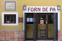 CORTS - FORN DE PA (Joan Biarnés) Tags: corts pladelestany girona catalunya façana detall detalle 294 panasonicfz1000 forndepa panadería