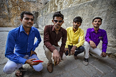 UNE RENCONTRE DANS LE FORT DE DIU (pierre.arnoldi) Tags: diu damanetdiu inde gujarat portraitdhomme portraitsderue portrait canon6d on1photoraw2018 artistequébécois photoderue photooriginale photocouleur photodevoyage photographequébécois photographesurinstagram photographesurflickr photographesurtumblr