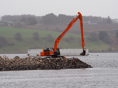 Dreich. (HivizPhotography) Tags: hitachi 530lch long reach r a o' neill berth 5 invergordon harbour excavator heavy tracked roadbridge construction scotland uk