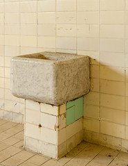 20181006-FD-flickr-0019.jpg (esbol) Tags: bad badewanne sink waschbecken bathtub dusche shower toilette toilet bathroom kloset keramik ceramics pissoir kloschüssel urinals