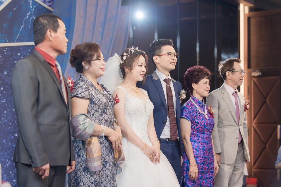 台南東東宴會式場 婚宴 走在幸福的紅毯上 R & B 123