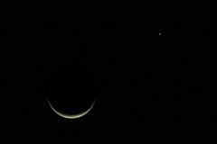 Moon and Venus (ruifo) Tags: nikon d810 nikkor afs 200500mm f56e ed vr tc14e iii moon lua luna venus planet morning sky mexico city cdmx df méxico astro astrophotography astrofotografia astrofotografía noite night noche planeta solar system sistema astros low light dark ceu cielo céu waning crescent nature naturaleza natureza space espaço