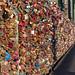 Tausende von Schlössern hängen an der Kölner Hohenzollerbrücke
