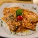 Hausgemachte Ravioli mit Tomatensoße und Basilikum in Mimi und Cocos Weinbar in Rom