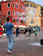 Bubbles in Venice - Street life on the waterfront (One more shot Rog) Tags: bubbles bubble bubblesgalore venice venetian blow waterfront onemoreshotrog entertain kids playing italian italy pop pops catch soap street streetlife