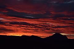 DSC_5995 (griecocathy) Tags: paysage montagne lever soleil ciel nuage noir rouge jaune bleutée blanc