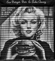 Marilyn, enjoy your meal! (gerard eder) Tags: world travel reise viajes europa europe españa spain spanien valencia graffiti art arte mural muralpainting städte stadtlandschaft street streetart streetlife urban urbanlife urbanview city ciudades cityscape cityview restaurant bar door outdoor oldcity
